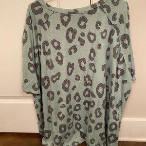 Tops - Cheetah print shirt